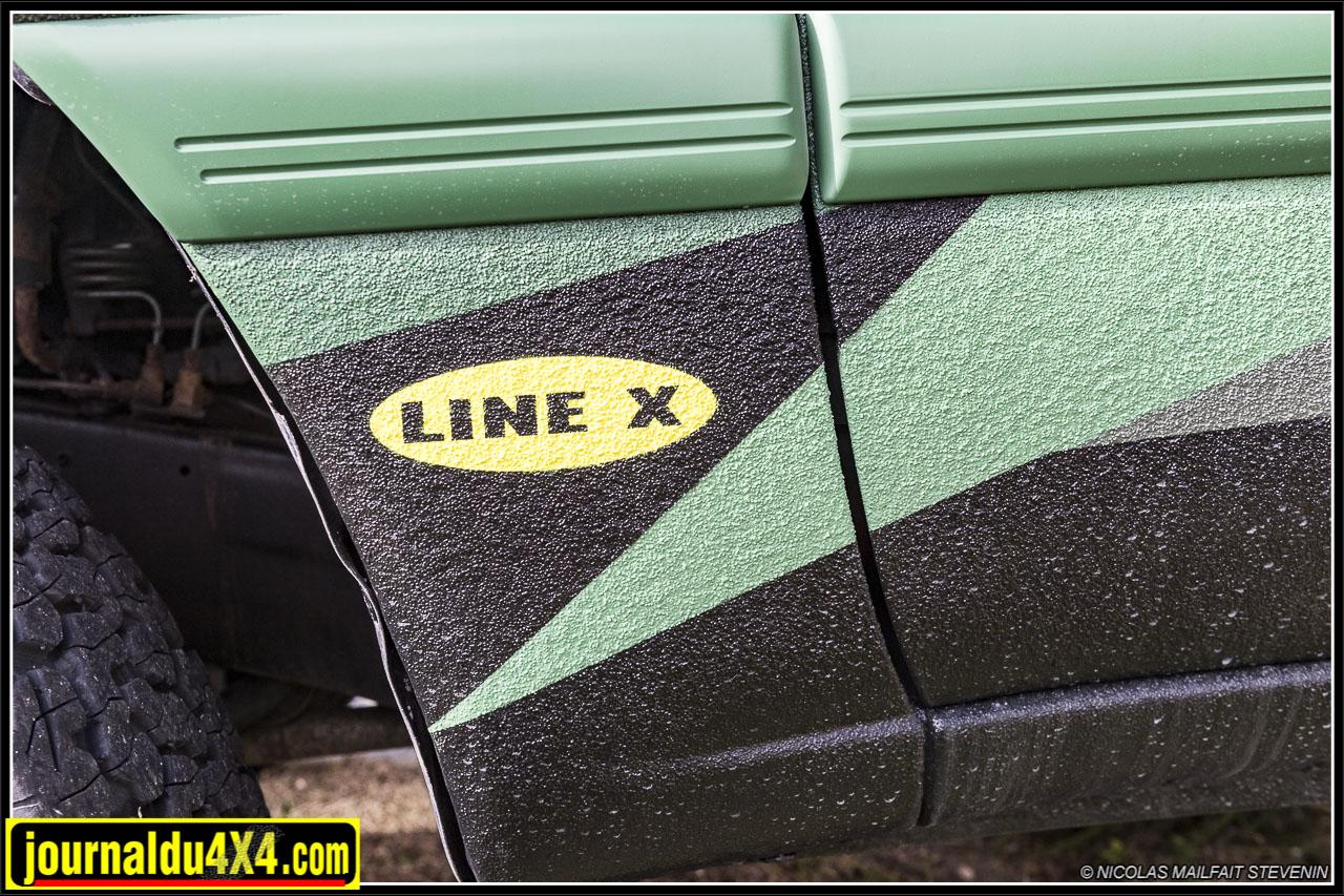 ici c'est la carrosserie d'un HDJ 80 qui a été passée au Line X