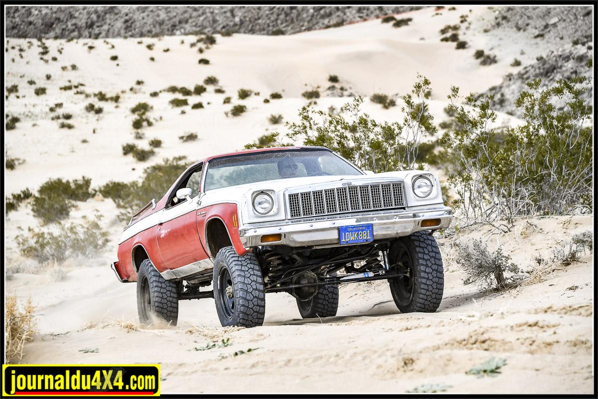 Une El Camino dans la Johnsson Valley ça n'est pas tous les jours qu'on voit ça dans le désert !