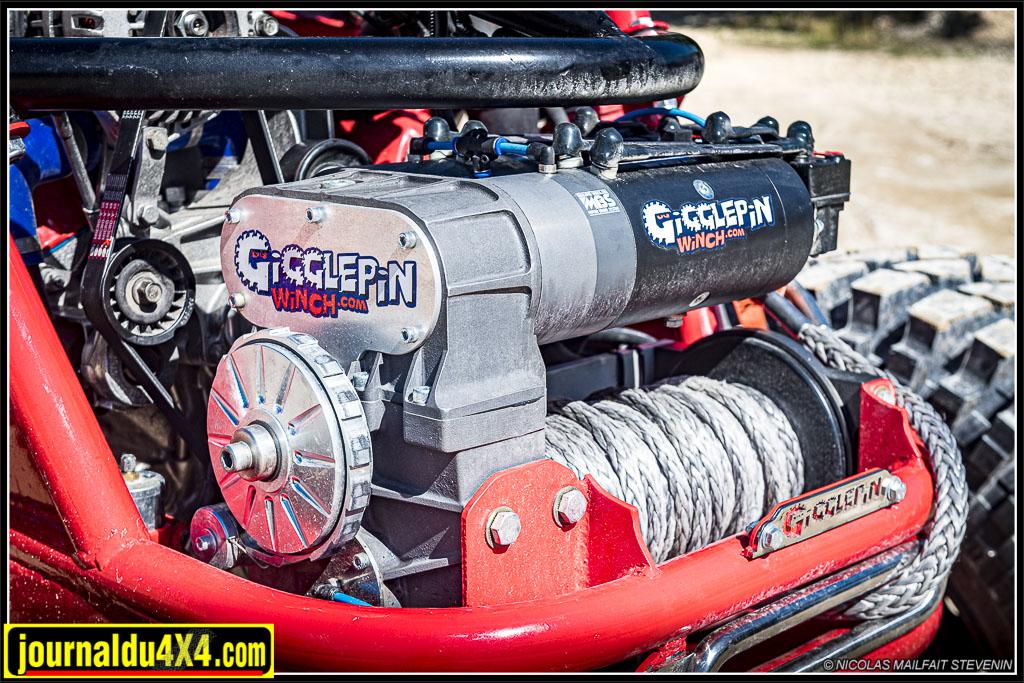 Le plus gros des treuils Gigglepin, le GP100 à double moteur est monté à l'avant