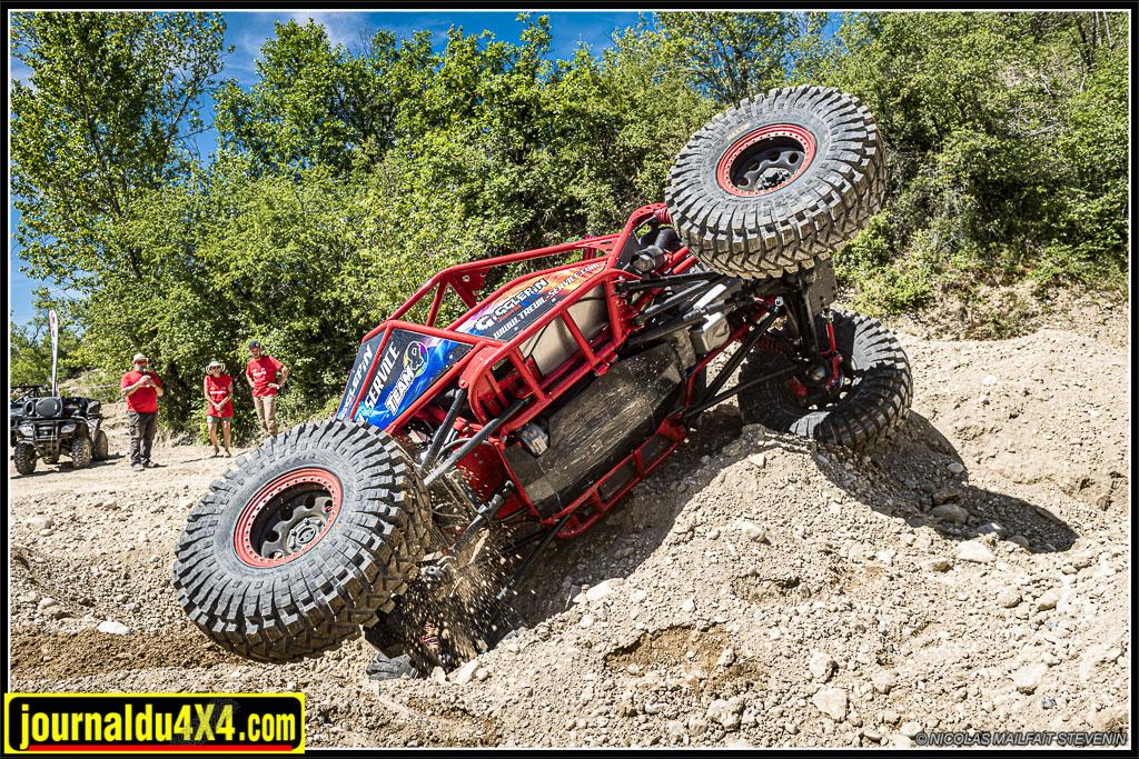 Le Red Spider survole les zones pendant les démos Pirates 4x4 à l'Europa Truck Trial 2019
