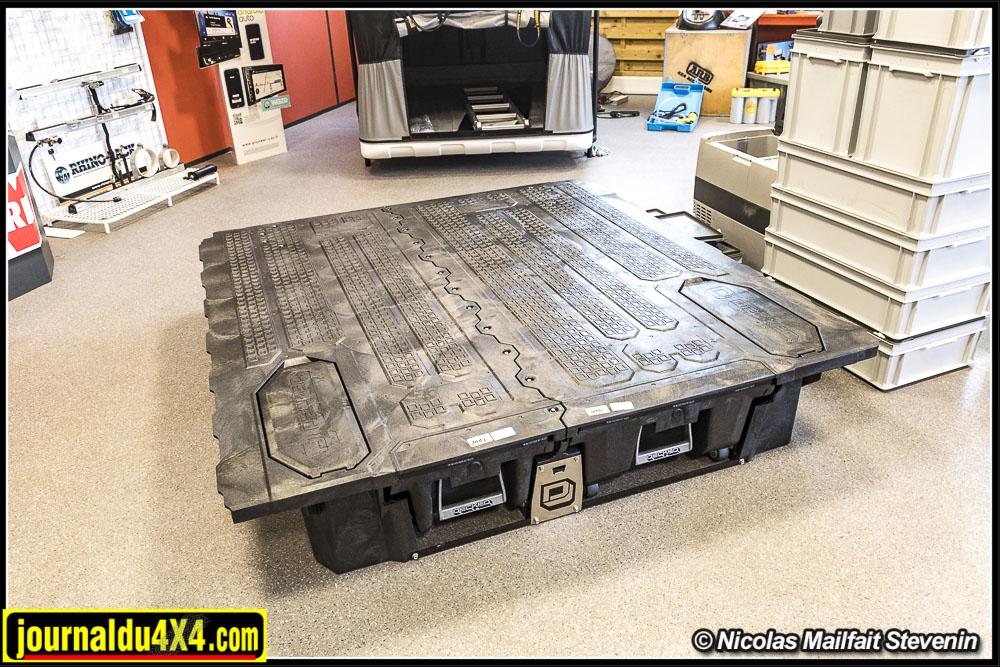 Le bloc de tiroir peut supporter plus de 900 kg, Vous aurez de quoi stocker dans votre benne tout le matériel de raid ou le matériel professionnel dont vous aurez besoin.