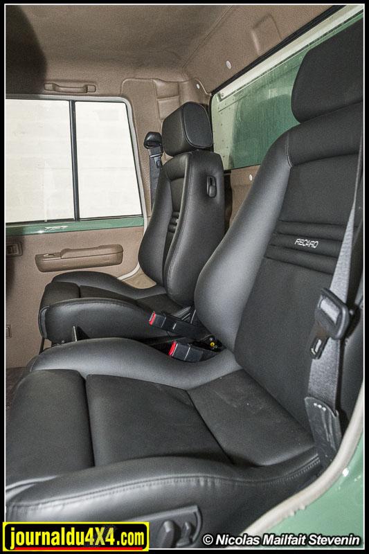 Des sièges Recaro pour être bien installé, un petit frigo sera bientôt logé entre les deux.