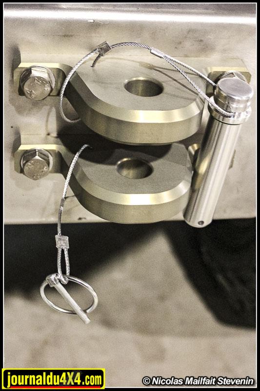 L'embsae du crochet est taillé dans la masse dans de l'aluminium aviation