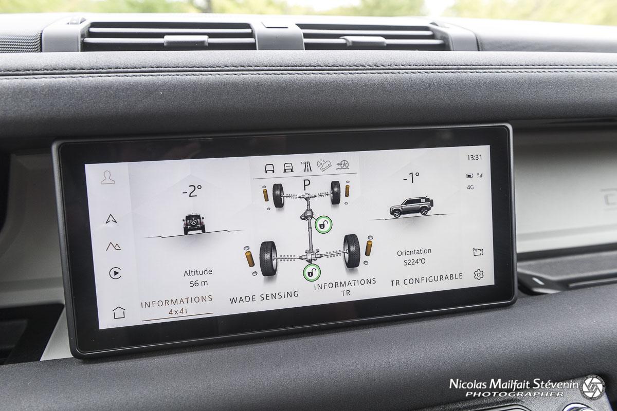 Le nouveau Land Rover Defender et ses infos tout terrain, angle, suspension, blocage, boussole, etc.
