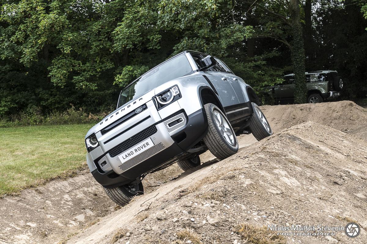 Certes ce n'est pas un essai tout terrain hard, mais comme les autres véhicules de la même gamme chez Land Rover comme le Range, ça passe tout seul.