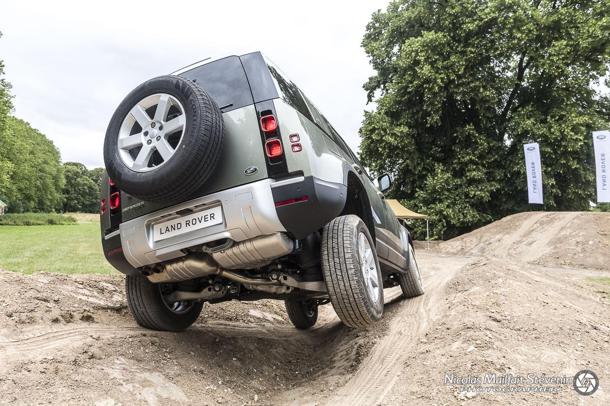 Nouveau Land Rover Defender P400