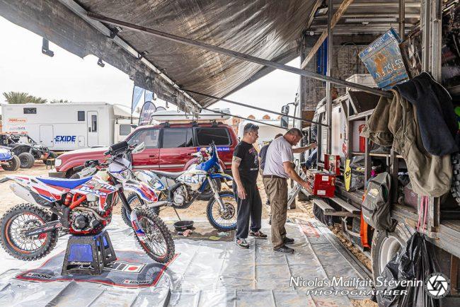 Les motards peuvent aussi bénéficier du service logistique du camion